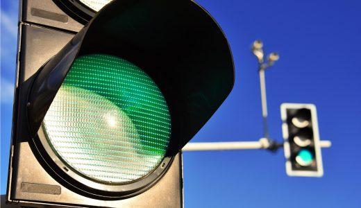 「青信号 誰かが行かねば 渡れない」っていう日本の風潮